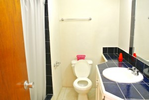 center bathroom2 villa apartment 2