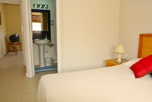 villa1-bedroom-ensuite-l