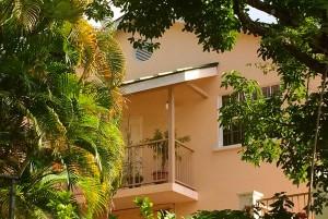 villa1-exterior-ferns