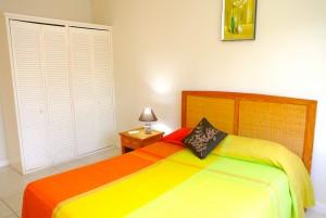villa2-bedroom1-cupboards-l